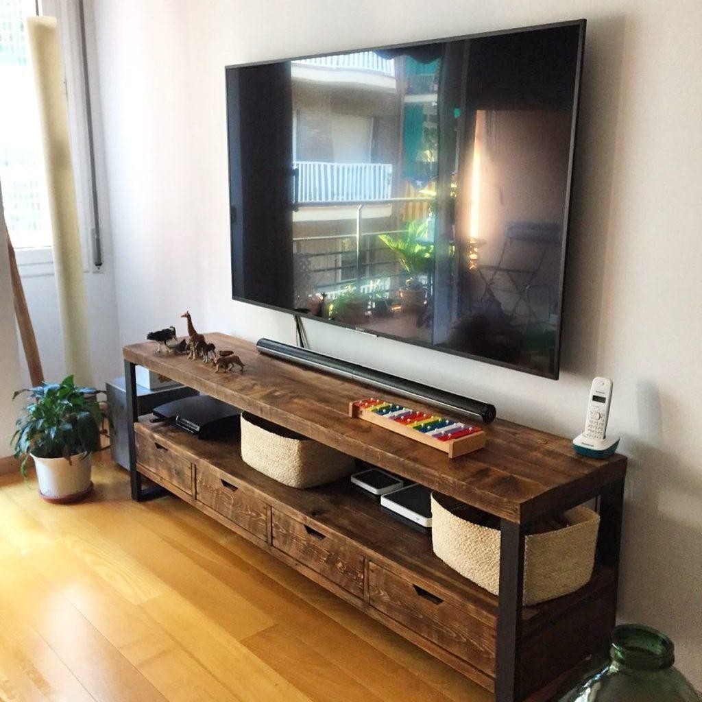 Mesa vintage industrial fabricada con madera de pino y for Muebles reciclados para un estilo industrial
