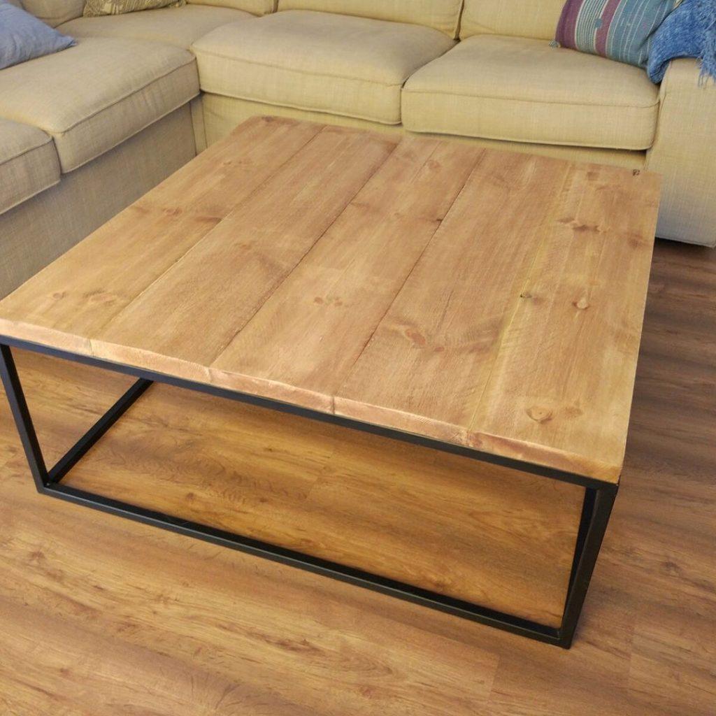 Mesa vintage industrial fabricada con madera de pino y for Mesa centro industrial