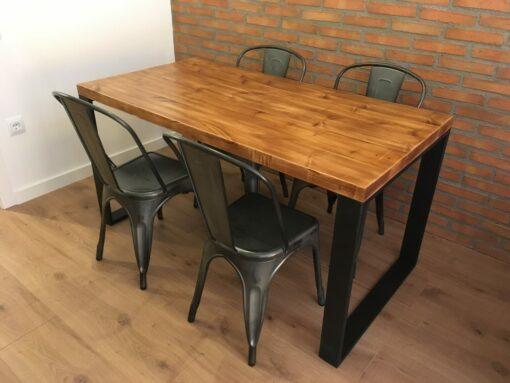 mesa-estilo-industrial-patas-gruesas
